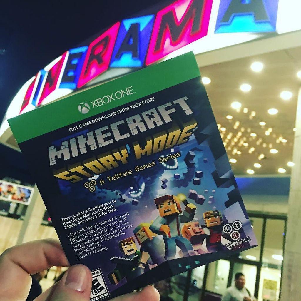 Диск с Minecraft: Story mode, купленный на мероприятии посвященной выходу игры